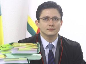 23.nov.2012 - Promotor de Justiça Henry Castro no plenário do Fórum de Contagem (Foto: Maurício Vieira / G1)