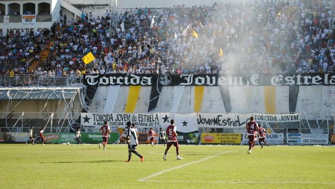 Festa das torcidas na final da Série B do Capixabão 2012 entre Estrela do Norte e Desportiva Ferroviária (Foto: Henrique Montovanelli/VC no GE)