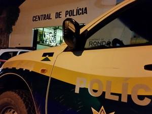 Suspeitos foram autuados em flagrante na Central de Polícia (Foto: Toni Francis/G1)