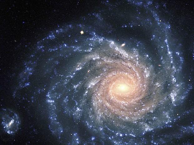 Imagem da galáxia NGC 1232 foi capturada em 21 de setembro de 1998, durante um período de boas condições de observação. Na área central estão estrelas mais velhas, enquanto os braços do espiral contêm estrelas novas, de cor azulada, além de berçários (Foto: ESO)