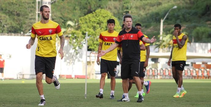 Fred e Argel em treino do Vitória (Foto: Maurícia da Mata / Divulgação / EC Vitória)