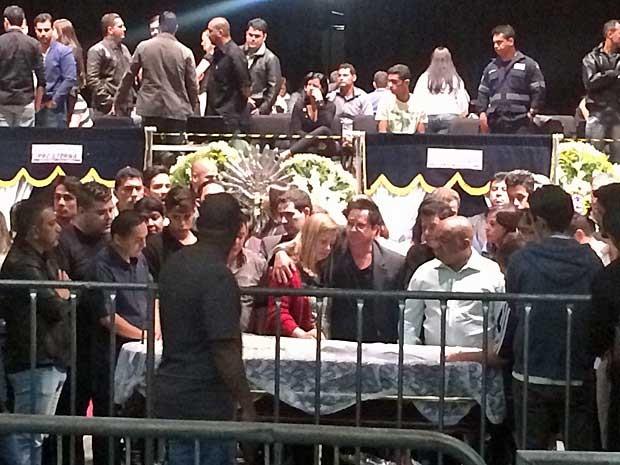 O cantor Leonardo também foi ao velório do músico (Foto: Vitor Santana / G1)