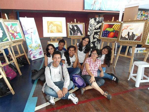Aulas de pintura no Colégio Estadual Almirante Tamandaré 2 (Foto: Divulgação)
