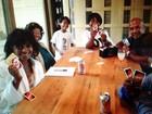 Família divulga foto de Katherine Jackson na casa de familiares