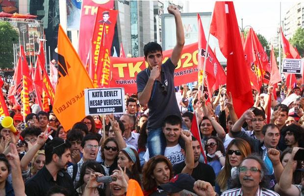 Milhares de manifestantes se reuniriam na praça Kizilay, em Ancara, durante o nono dia de protestos contra o governo do primeiro-ministro Recep Tayyip Erdogan. (Foto: Adem Altan/France Presse)