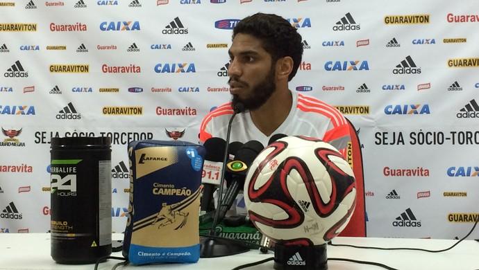 Wallace coletiva Flamengo (Foto: Ivan Raupp)