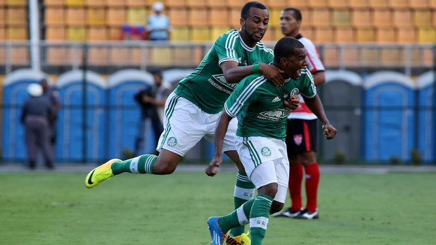 Mazinho gol Palmeiras x Linense (Foto: Luis Moura / Agência Estado)