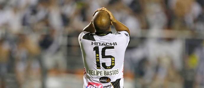 Fellipe Bastos jogo Ponte Preta final Lanus Sul-Americana (Foto: AP)