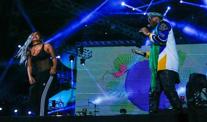 Anitta dançou no palco durante show de Jeremih no Planeta Atlântida (Foto: Emmanuel Denaui / Agência Preview)