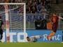 Gabigol assiste do banco à derrota  do Inter para o Roma no Olímpico