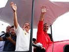Lula participa de carreata ao lado de Pelegrino no subúrbio de Salvador