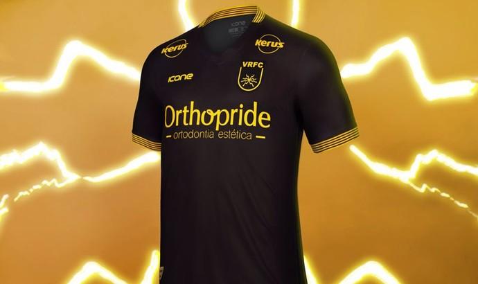 Terceiro uniforme do Volta Redonda é predominantemente preto (Foto   Divulgação Icone Sports) 3aa75c6c80d3b