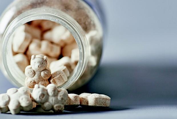 Nos Estados Unidos, onde a melatonina é comercializada livremente, um vidro com 30 comprimidos pode custar de US$ 1,80 a US$ 10 (Foto: Guto Seixas / Editora Globo)