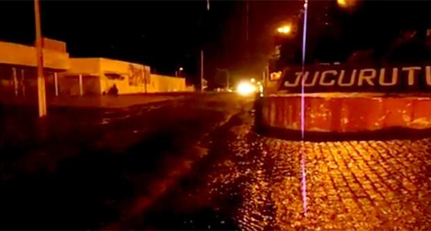 Chuvas também alegraram a população de Jucurutu  (Foto: Edilson Silva)