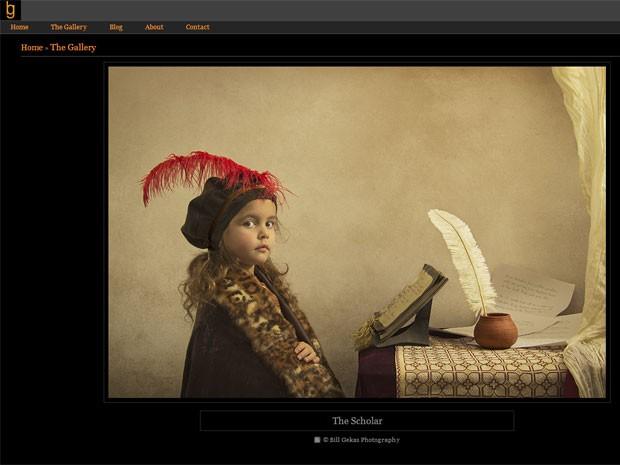 Na foto 'O intelectual' (em tradução livre), Athena, 5, posa como um estudioso do barroco para seu pai, o fotógrafo australiano Bill Gekas (Foto: Reprodução/billgekas.com)