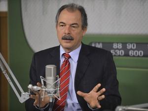 O ministro da Educação, Aloizio Mercadante, falou no programa 'Bom Dia Ministro' (Foto: Elza Fiúza/Agência Brasil)