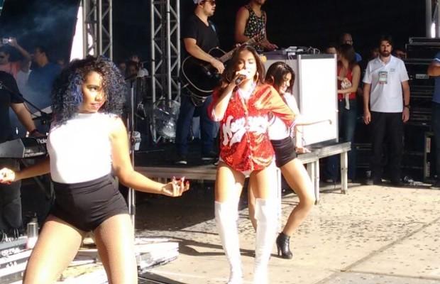 Anitta se apresentou para cerca de 50 mil pessoas em Goiânia (Foto: Aldenne Lopes/CBN)