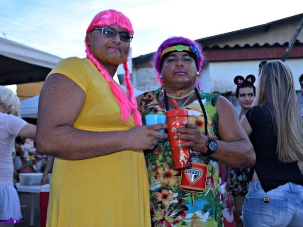 Bruno Rezende e Paulo Sérgio participam todos os anos do bloco dos sujos em Rio Branco (Foto: Quésia Melo/G1)