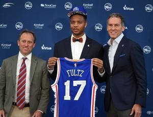 Markelle Fultz é apresentado pelo Philadelphia 76ers (Foto: Reuters)
