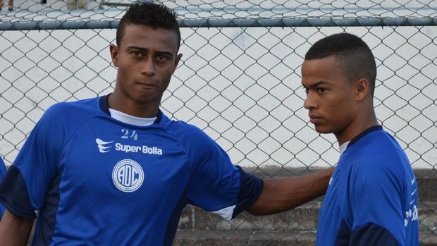 Bruno Gonçalves e Jhonatas (Foto: João Áquila, GLOBOESPORTE.COM)