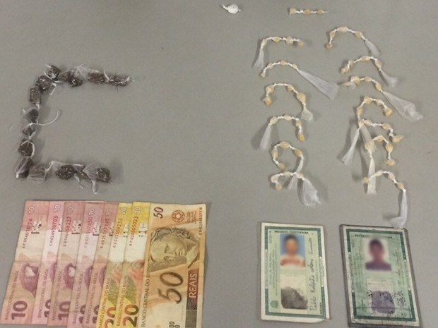 Porções de crack e maconha foram apreendidas com menores (Foto: Divulgação/ PM Tatuí)
