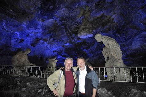 Na Catedral do Sal, em Zipaquirá, Colômbia, Henri Pagnoncelli e Jonas Bloch se encontraram a 180 metros abaixo da terra (Foto: Divulgação)