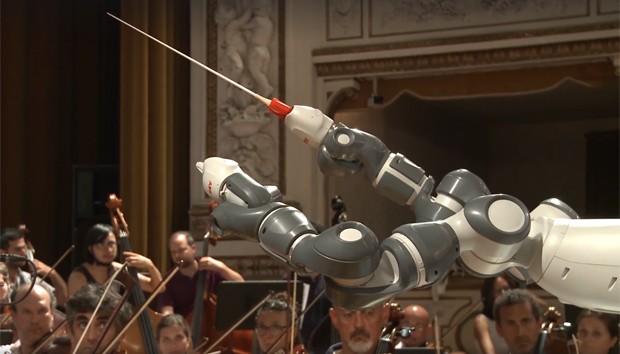 O robô YuMi tem dois braços articulados (Foto: Divulgação/ABB)