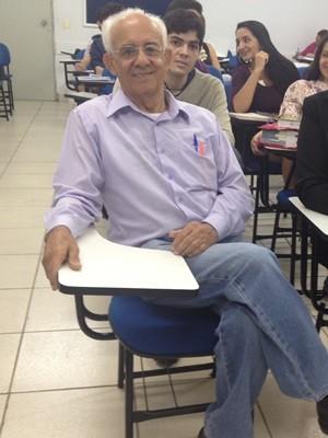 Brasil Sales, 76 anos, cursa o quarto ano de direito, em Goiânia (Foto: Fernanda Borges/G1)