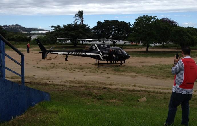 Helicóptero da Polícia Civil resgata homem que se passa por ferido (Foto: Estêvão Pires)