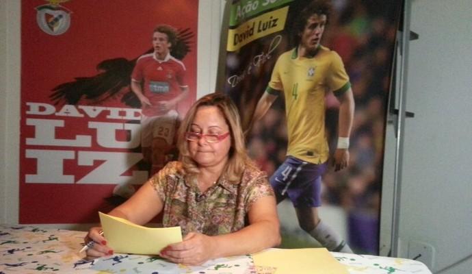 Regina, mãe de David Luiz, escreveu carta para seu filho (Foto: Priscila Carvalho)