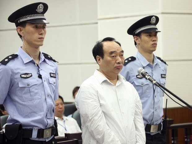 Lei Zhengfu, ex-chefe do Partido Comunista do distrito Beibei, foi condenado a 13 anos de cadeia (Foto: AP Photo)