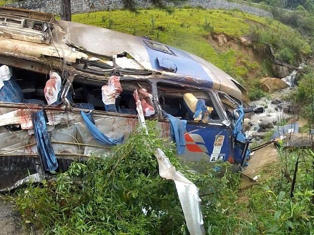 Ônibus parou perto de riacho em Alfredo Wagner (Foto: Batalhão de Operações Aéreas/Divulgação)