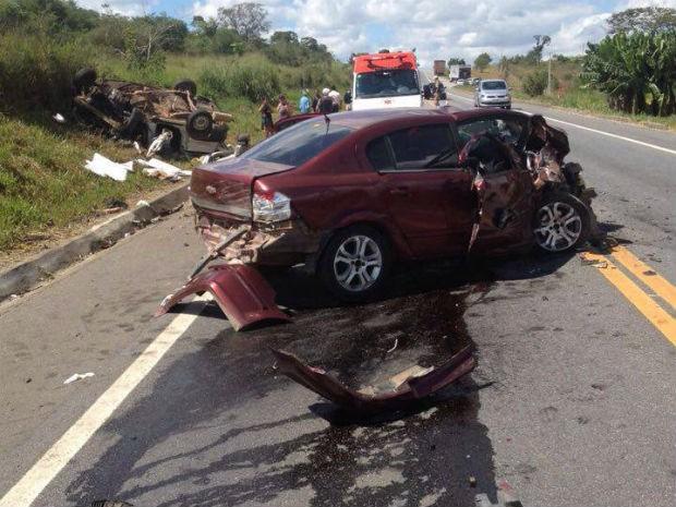 Acidente na BR-265, em Barroso (Foto: Corpo de Bombeiros/Divulgação)