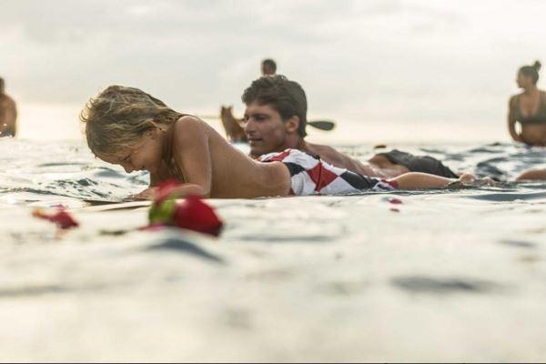 Andy Axel em um registro emocionante ao lado do tio, o surfista Bruce Irons (Foto: Reprodução/Instagram')