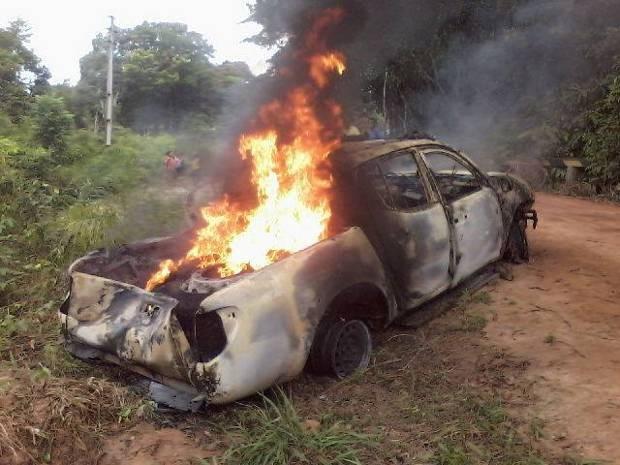 Após roubar agência do Banco do Brasil na cidade de Baião, no nordeste do Pará, assaltantes fugiram em carro, que depois foi abandonado e queimado. (Foto: Enilson Silva/Arquivo pessoal)