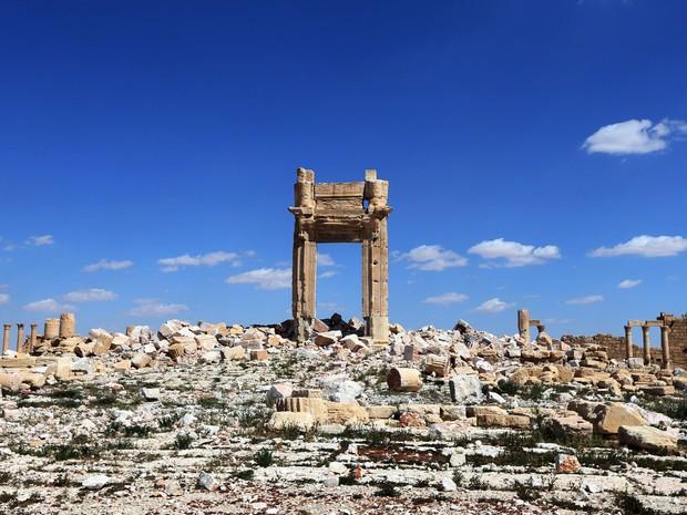 Foto de 31 de março mostra as ruinas do Templo de Bel, destruído pelo Estado Islâmico, na cidade de Palmira, na Síria (Foto: AFP Photo/Joseph Eid)