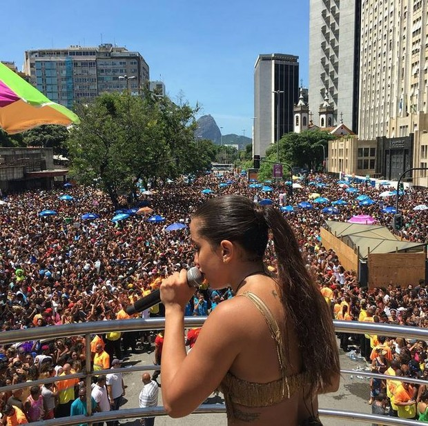 Anitta comanda o Bloco das Poderosas para 200 mil pessoas no Centro do Rio (Foto: Reprodução do Instagram)