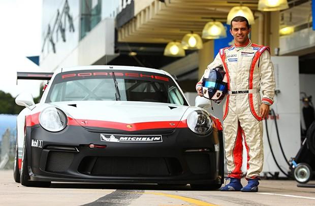 Novo carro da Porsche Cup na pista em Interlagos com Max Wilson (Foto: Luca Bassani/PorscheCup)