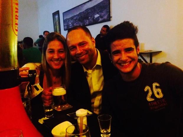 Tereza Bran com a sogra, Laura, e o sogro, Luciano (Foto: Divulgação)