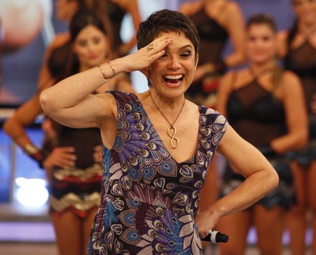 A apresentadora do JH se empolga com um dos depoimentos (Foto: Domingão do Faustão / TV Globo)