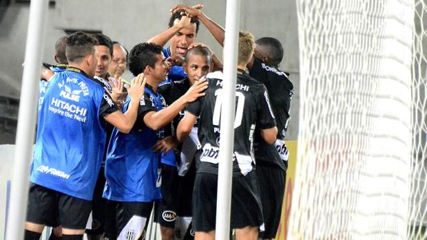 Ponte preta comemora gol contra o américa-rn (Foto: Frankie Marcone / Agência estado)