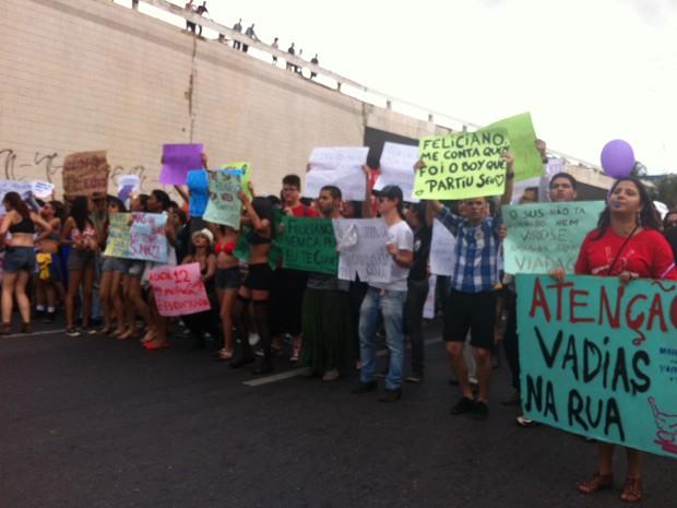 Deputado Marco Feliciano, presidente da Comissão de Direitos Humanos da Câmara, também foi alvo dos protestos (Foto: Rafaela Céo / G1)