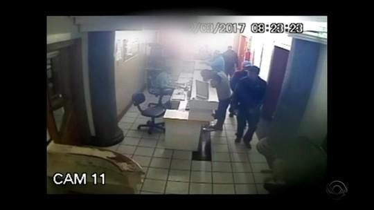 Vídeo mostra chegada de atiradores em hospital onde paciente foi morto