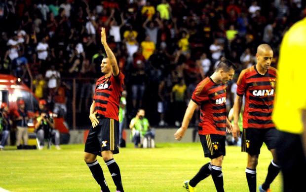 Neto Baiano comemoração Sport contra Botafogo (Foto: Marlon Costa / Pernambuco Press)