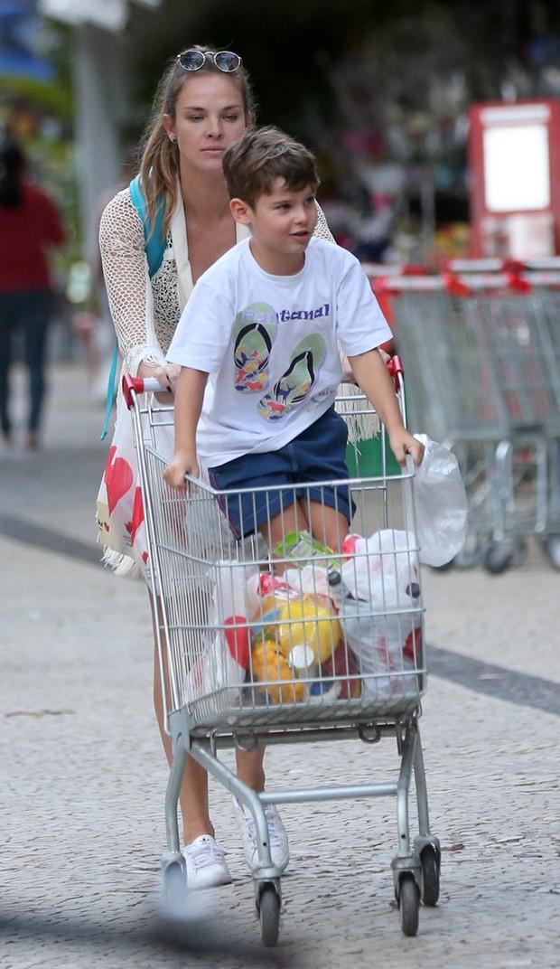 Letícia Birkheuer com o filho, João Guilherme (Foto: André Freitas/ Agnews)