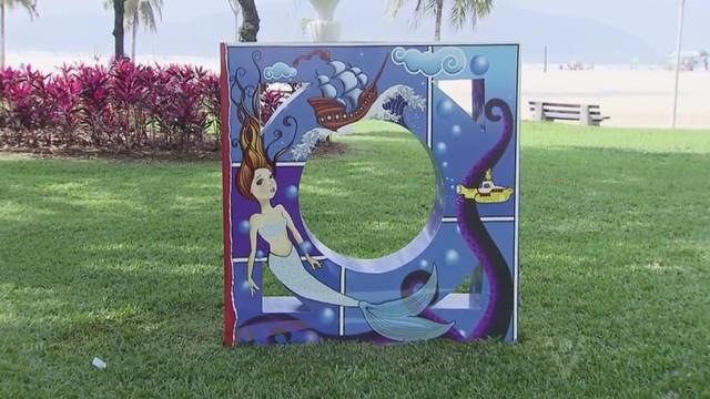 Escultura em homenagem à mureta da praia de Santos (Foto: Reprodução/TV Tribuna)
