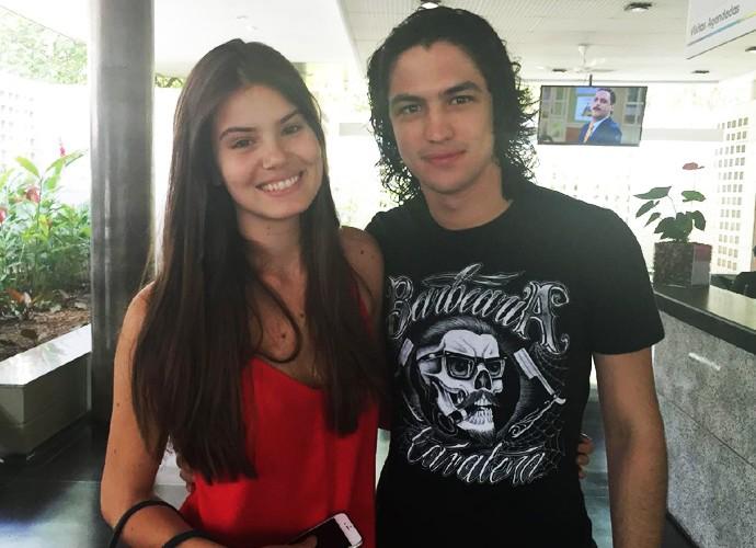 Camila Queiroz e Gabriel Leone chegam ao Projac para o Melhores do Ano (Foto: Priscilla Massena / Gshow)