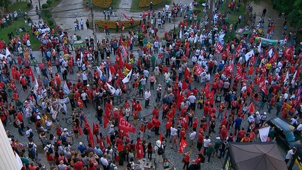 Paraná TV destaca manifestação de Sindicatos e movimentos sociais  (Foto:  Reprodução/RPC)