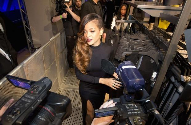Rihanna em lançamento de calçados em Londres, na Inglaterra (Foto: Neil Hall/ Reuters)