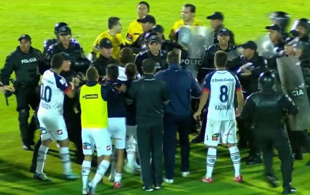 Confusão San Lorenzo  Independiente del Valle Libertadores (Foto: Reprodução SporTV)